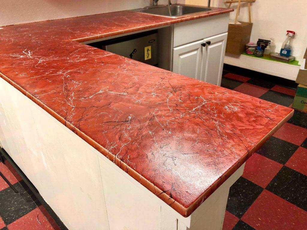 Base Color: Red, Dispersing Effect: White/Black Montana Marble